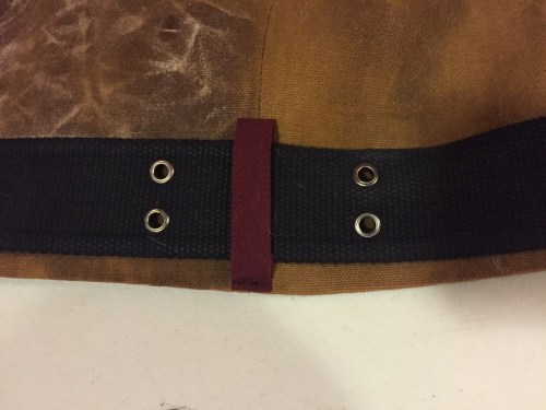 Photo of contrasting color belt loop
