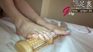 素人OLの足裏を嗅ぎ舐めくすぐり解剖◎足裏健康診断と極上足指コキ/素人OLの百合花ちゃん
