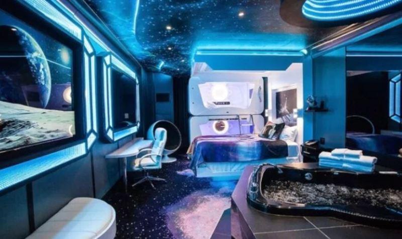 space themed room fantasyland hotel