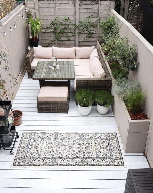 Simple White Deck in Scandinavian Vibe