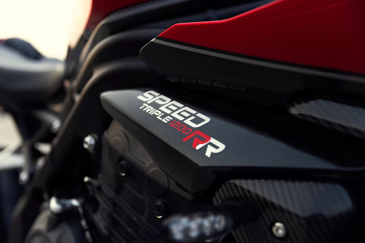 Triumph Speed Triple 1200 RR 2022 detalles 3 1200x800 1