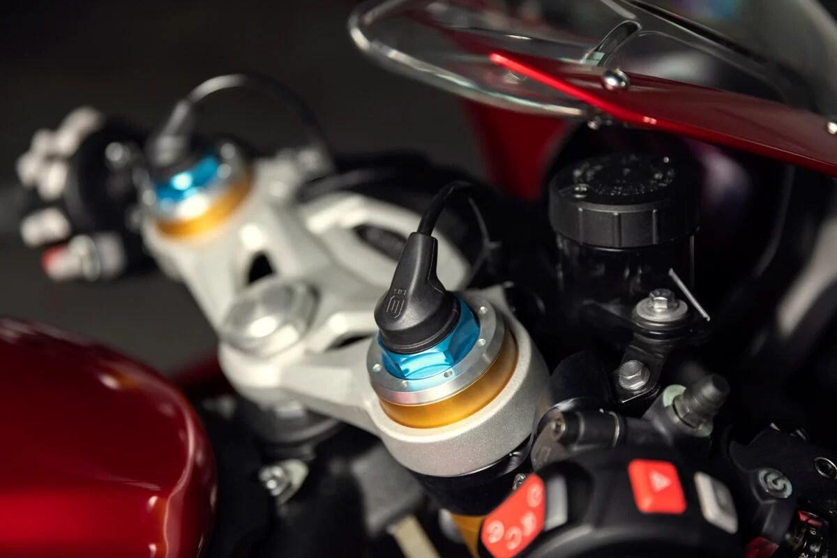 Triumph Speed Triple 1200 RR 2022 detalles 5 1200x800 1