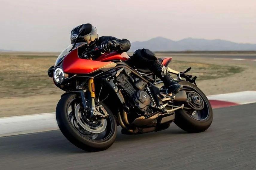 triumph speed triple 1200 rr 2022 01 856x571 1