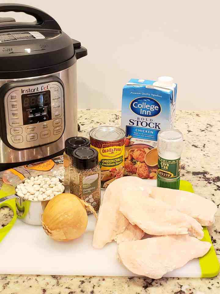 Ingredients needed to make Instant Pot White Bean and Chicken Chili