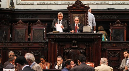 Impeachment de Pezão: partidos indicam integrantes de comissão