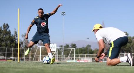 Na Seleção Sub-20, Papagaio volta a trabalhar no campo