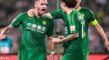 Brasileiros marcam na rodada e acirram briga pelo título na China