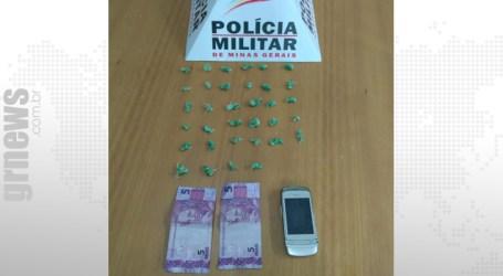 Preso com 34 pedras de crack durante operação policial em Carmo do Cajuru