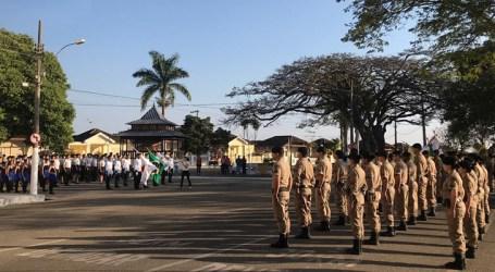 Policiais militares participam em Bom Despacho do desfile em comemoração a Independência do Brasil