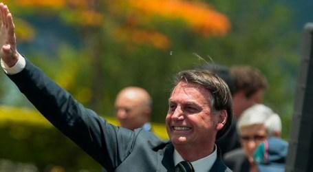 Jair Bolsonaro assina carta de desfiliação do PSL