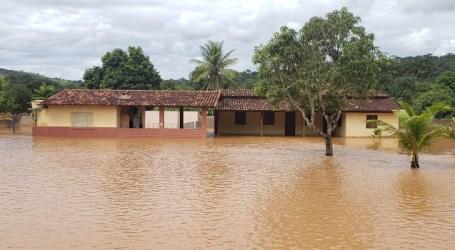 Bombeiros resgatam 110 internos de clínica de reabilitação que ficaram ilhados em Conceição do Pará