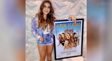 """Lauana Prado recebe o certificado de ouro pelo projeto """"Livre"""""""