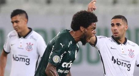 Palmeiras goleia Corinthians e sonha com título do Brasileirão