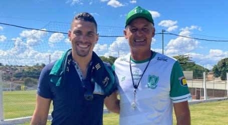 Coelho recebe visita especial e segue se preparando para buscar a vaga na final do Mineiro