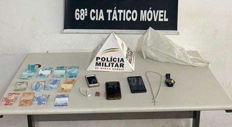 Cigarros de maconha e comprimidos de ecstasy são apreendidos com dupla acusada de tráfico em Nova Serrana