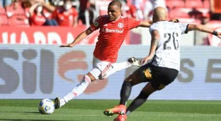 Internacional marca no fim e empata com o Corinthians em Porto Alegre