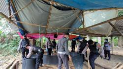 Arena Sabung Ayam di Pati Digerebek,  Para Penjudi Kabur ! Nekat Tinggalkan Kendaraan, 28 Unit Motor Diamankan Polisi