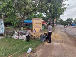 Satlantas Polres Grobogan Pasang Tanda Peringatan Rawan Kecelakaan di Ruas Jalan Rusak