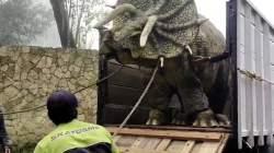 Video Dinosaurus Diturunkan dari Truk di Magetan Jadi Viral, Banyak yang Mengira Sungguhan? Ini Fakta Sebenarnya