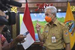 Presiden Jokowi Instruksikan Gubernur yang Pertama Divaksin Covid-19, Ganjar Menyatakan Siap Divaksin