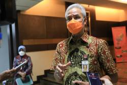 Lantik Bupati dan Wali Kota Baru, Gubernur Jateng Ganjar Pranowo Ajak Kepala Daerah Aktif di Sosial Media