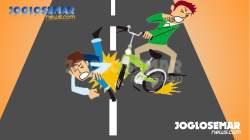 Gojekan di Atas Motor Akhirnya Nggloyor, Sepeda Motor Ini Nggasak Avanza. 2 Orang Luka Parah, Sorang Luka Ringan