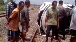 Kecelakaan Maut di Grobogan. Dihantam KA Barang di Perlintasan Tanpa Penjagaan, Mobil Hancur, 3 Penumpang Tewas