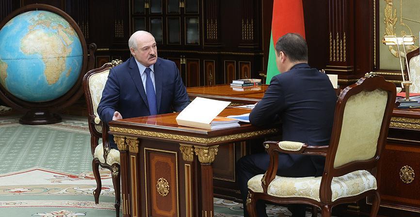 Работа экономики, ответ на санкции, развитие чернобыльских территорий - Александр Лукашенко принял с докладом Романа Головченко