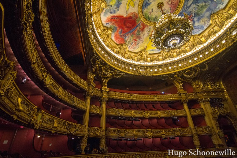 De zal met het indrukwekkende plafond van Chagal van Opéra Garnier in Parijs.