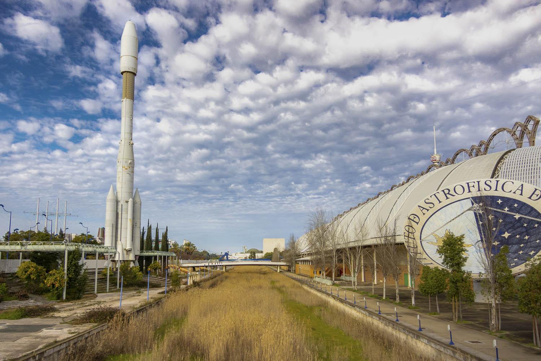 Verwaarloosde Expo '92 in Sevilla op eiland Cartuja