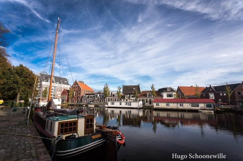 Gracht met boten in Leeuwarden