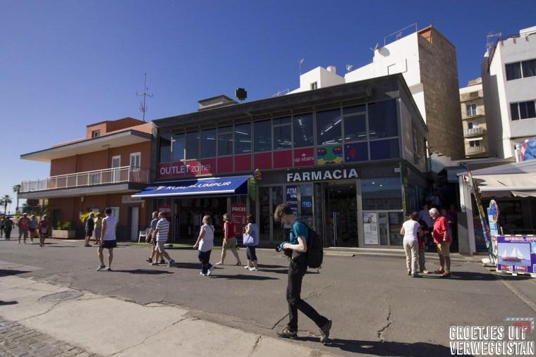 Het straatje naar El Cine tussen twee gebouwen