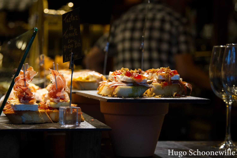 Pinxhos in Bilbao: kleine broodjes met verschillende soorten beleg als hapje of tapa.