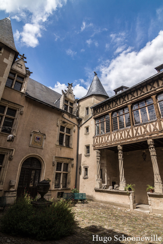 Prachtige oude vakwerkgebouwen in Poitiers.