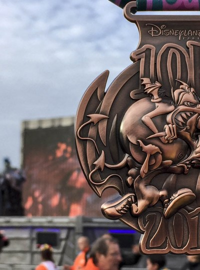 Medaille van 10 kilometer door Disney met Pain en Panic uit Hercules erop