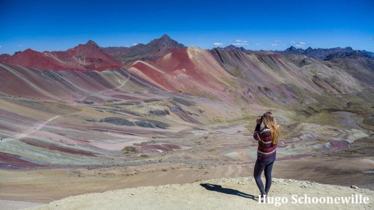 Uitzicht over de Rainbow Mountain in Peru, met de verschillende kleuren.