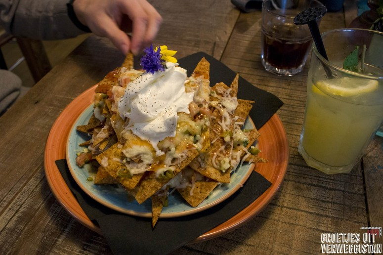 Grote berg nacho's bij Wadapartja in Groningen.