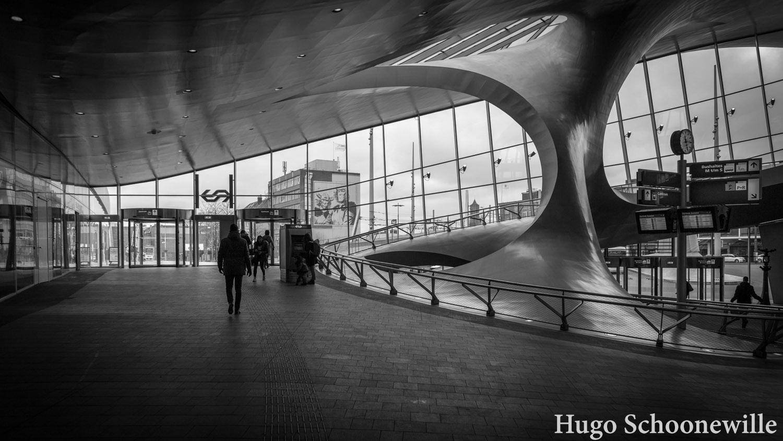 De architectuur van het treinstation van Arnhem van binnenuit gezien met NSlogo.