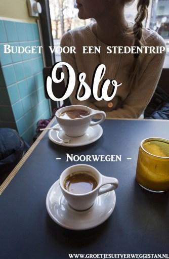 Pinterest afbeelding met meisje dat koffie drinkt in Oslo in een cafe