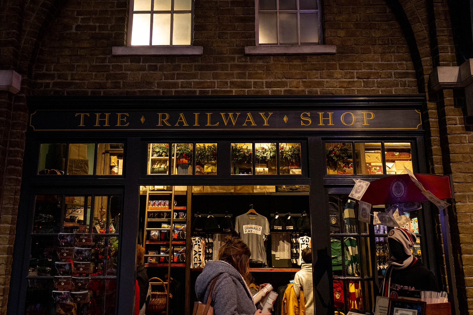Het winkeltje op Platform 9 3/4 in de Harry Potter Studio TOur genaamd The Railway Shop