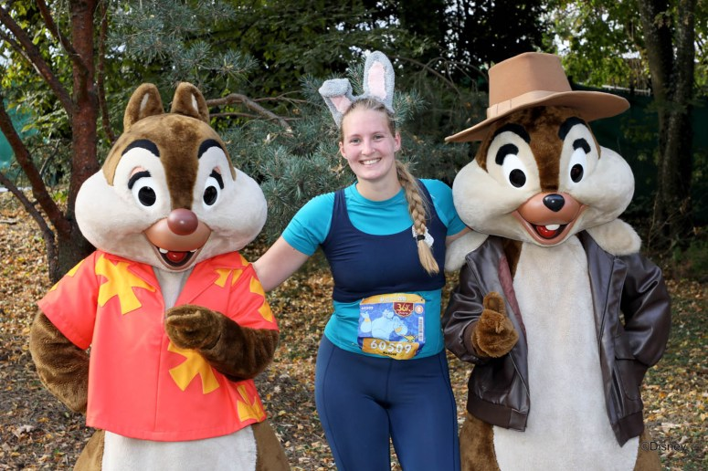 Photopass met Knabbel en Babbel of Chip and Dale tijdens de halve marathon in Disneyland Paris.