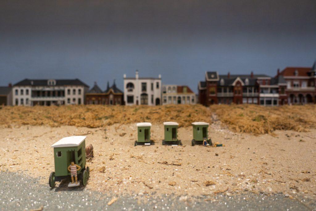 Badkoets in de maquette van Katwijk aan Zee in het museum