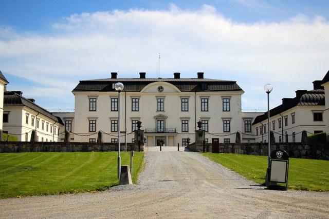 Gröna Hagars Kött levererar till Rosersbergs slott.