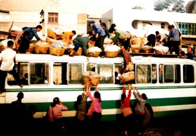 2001年12月、貴州省貴陽市の農村の春運