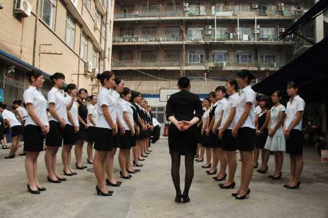 中国の女性工員の朝礼