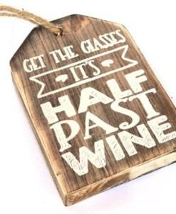 houten hanger 'half past wine'