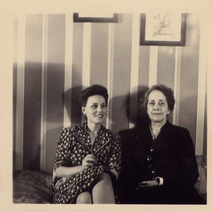 Bette and her mother, Julia Kiene, 1939.