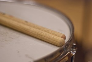 Inward snare drum of voice percussion and beatbox.