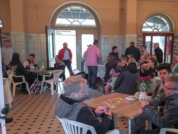 Kurz vor dem Beginn der Veranstaltung: Jugendtreff im Bahnhof in Großschönau, 09/2018