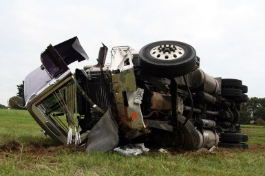Truck Crash, traffic accident attorney (Groth Law Firm, S.C)